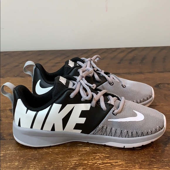 Nike Other - Nike Team Hustle D7 Running Shoes  Size 3Y